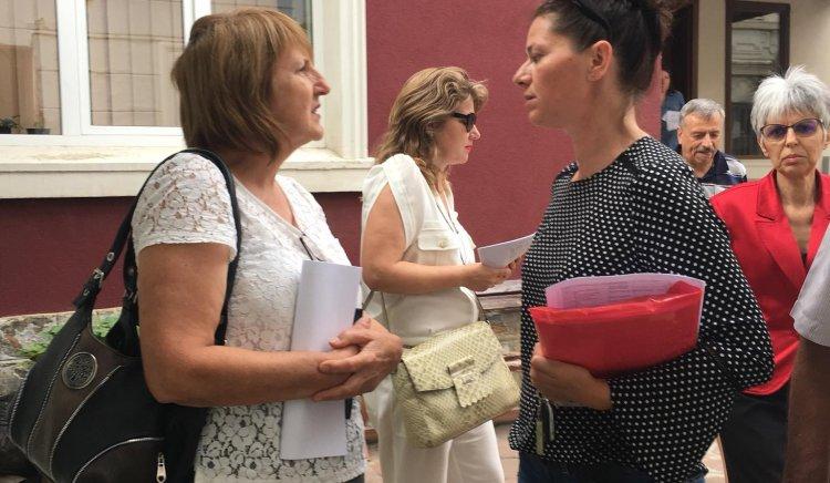 """Жените-социалистки  от Стара Загора  против продажбата на лагер """"Паниците"""""""