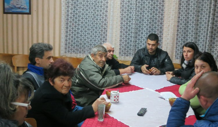 Хората от Чуганово търсят за помощ общинските съветници от БСП за рушащата се здравната служба