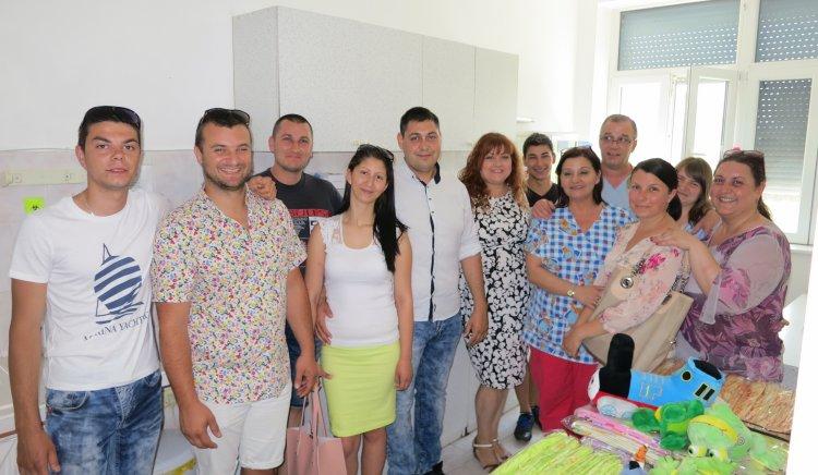 След кампания, организирана от Младежкото обединение на БСП в Казанлък, детското отделение в общинската болница получи дарение
